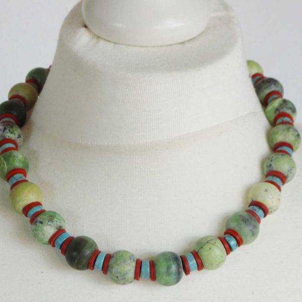 Halskette Serpentinengestein - esperlt - Körperbild