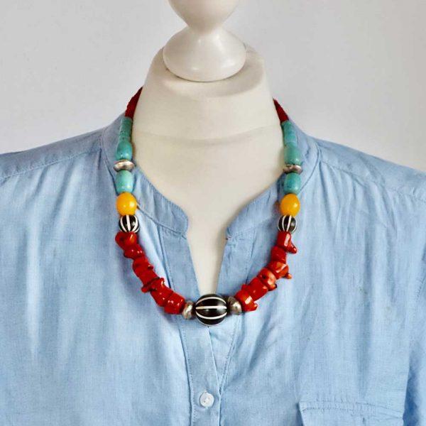 Afrikanische Farben - Halskette von esperlt - Körperszene
