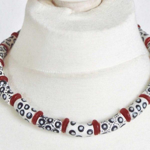 Halskette Dalmatiner trifft Rot - Körperbild