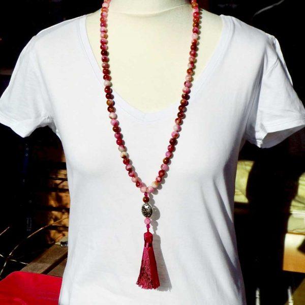 Halskette Pinkfarbene Quaste von esperlt - Körperbild