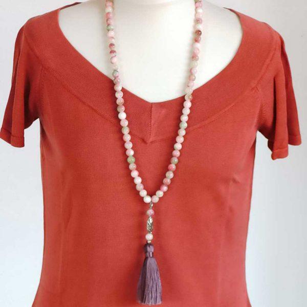 Halskette Auberginefarbene Quaste - Körperbild
