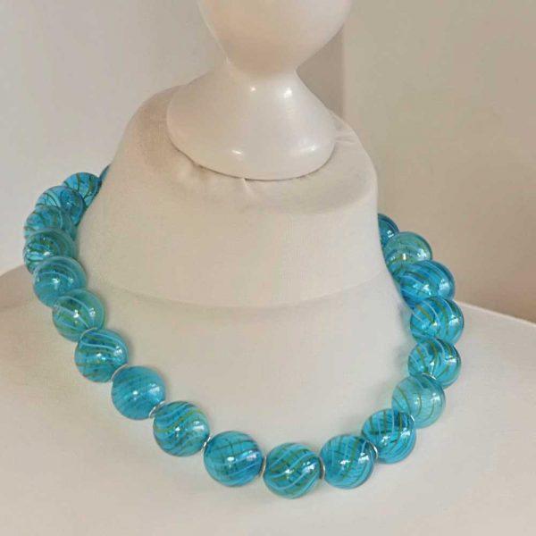 Halskette Blaue Glasperlen von esperlt - Körperbild