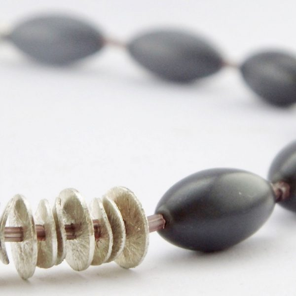 Halskette Matt und Glänzend von esperlt - Detail