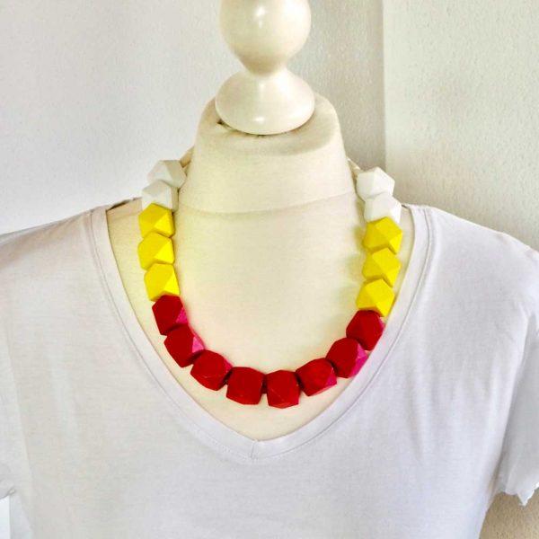 Halskette Eisfarben von esperlt - Körperbild