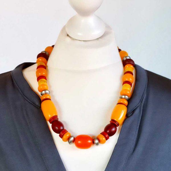 Halskette Honigfarbene Harmonie von esperlt - Körperbild